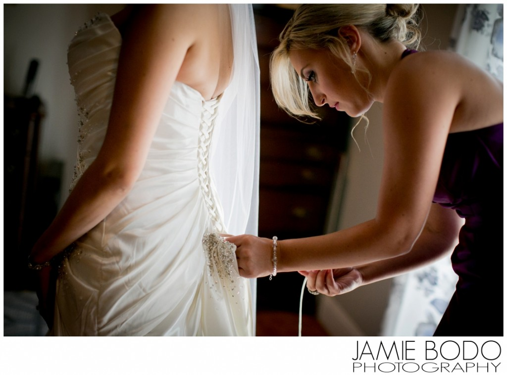 Lacing up the wedding dress Photo